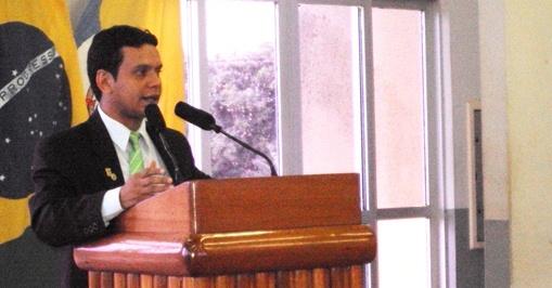 Parlamentar do PV lembra que Lei da Fila já puniu banco em Santarém, Valdir Matias Jr.