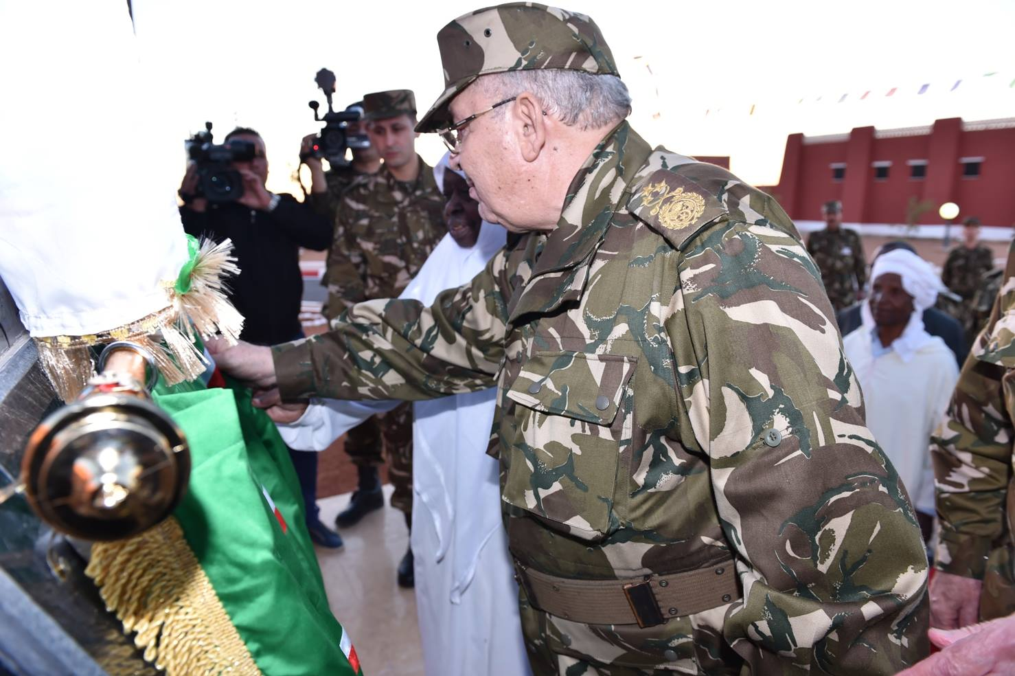 الجزائر : صلاحيات نائب وزير الدفاع الوطني - صفحة 5 30267336504_91f2e4591b_o