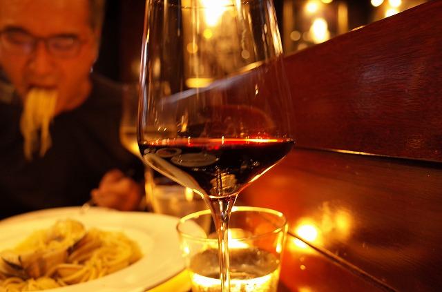 <p>j)私は赤ワイン、夫は白ワイン</p>
