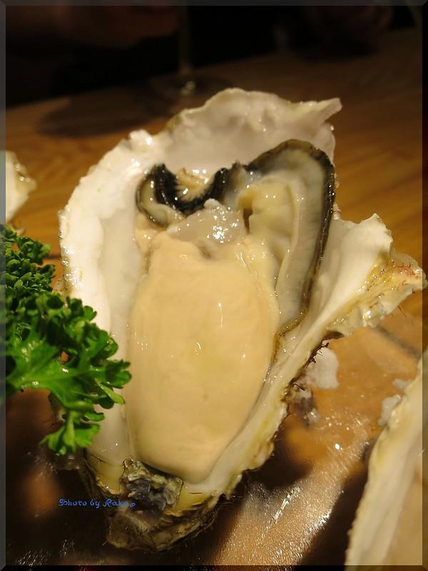 Photo:2014-10-02_T@ka.の食べ飲み歩きメモ(ブログ版)_【新宿】OYSTERS,INC.(ダイニングバー)この日は牡蠣の専門店で昆布森産の生牡蠣を_02 By:logtaka