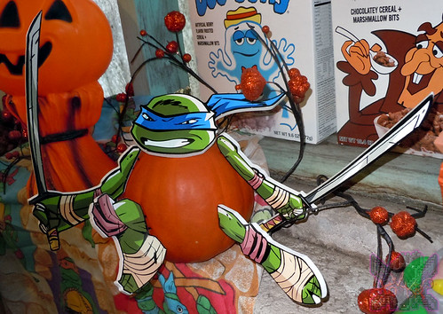 "PTI Group :: Nickelodeon  TEENAGE MUTANT NINJA TURTLES;  ""LEONARDO""  PUMPKIN PUSH-INS i  (( 2014 ))"