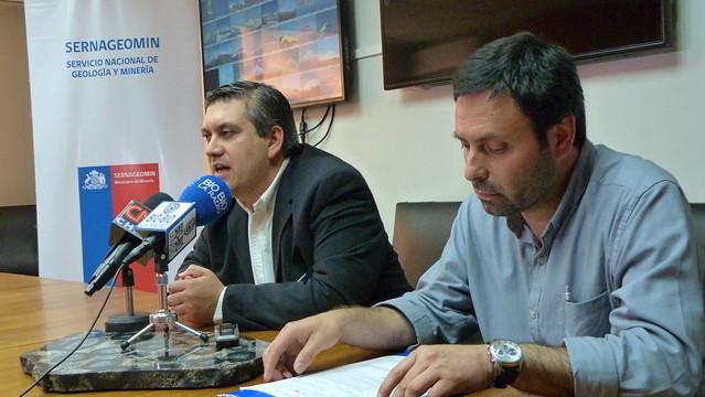 Rodrigo ÁLvarez Seguel, director nacional del Sernageomin, y Luis Lara, jefe de la Red Nacional de Vigilancia Volcánica del Sernageomin
