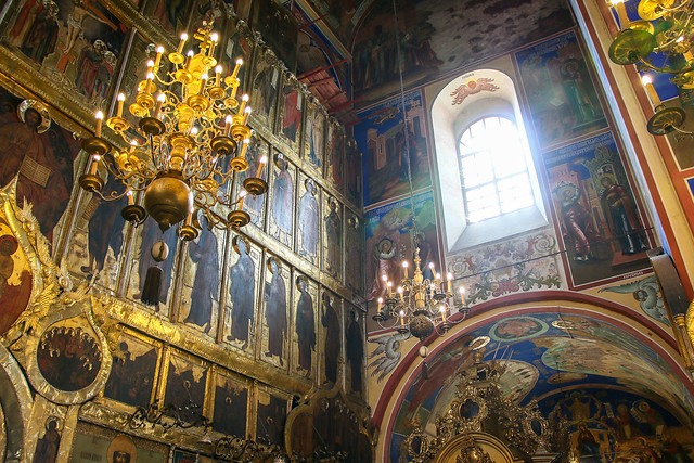 Interior of Cathedral of the Nativity, Suzdal スズダリ、ラジヂェストヴェンスキー聖堂に差す光