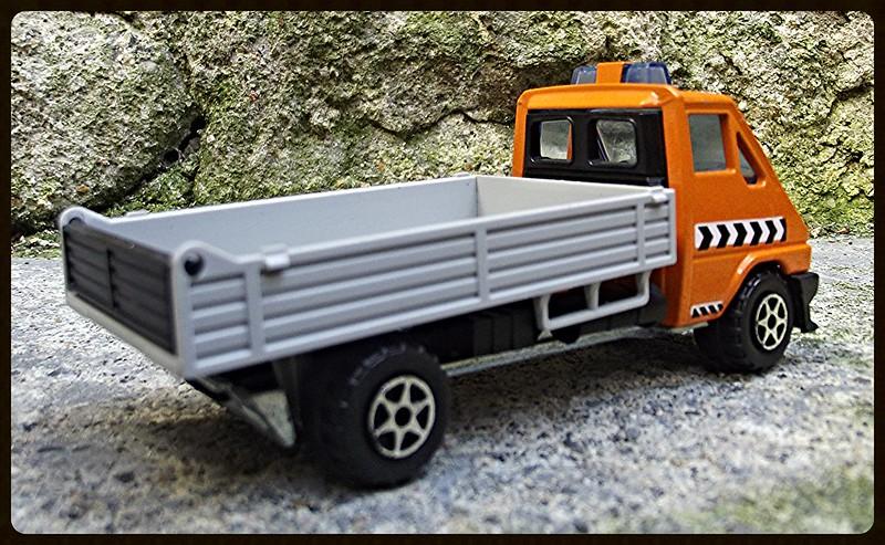 N°3019 Renault Master T35 benne. 15349172249_034058647f_c