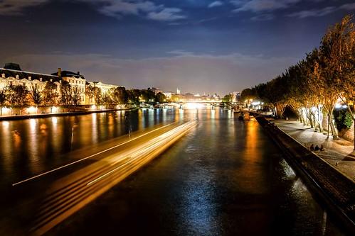 paris france seine night river boat louvre notredame lightstreak