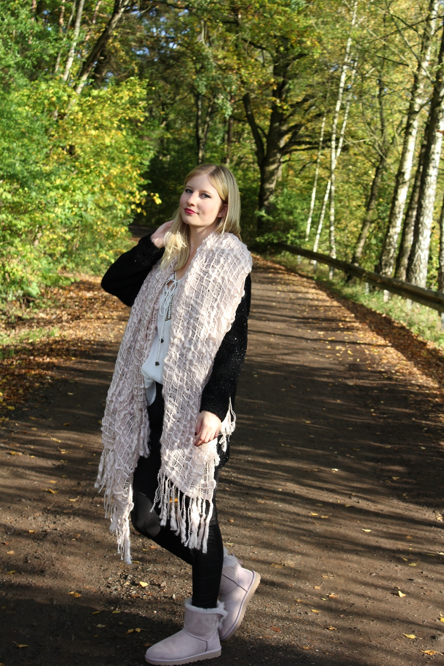 outfit-smile-lippenstift-rebell-pink-xxl-scarf-cozy-autumn-sun