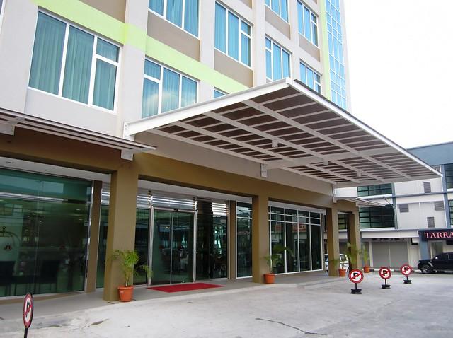 Medan Hotel, entrance