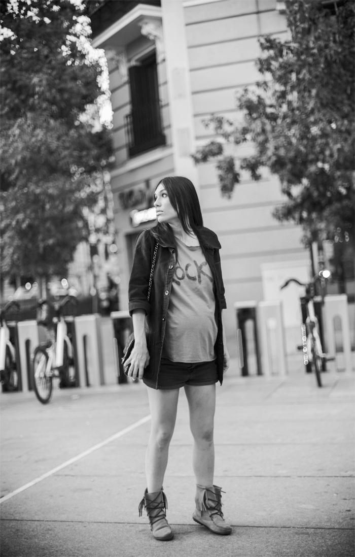 street style barbara crespo the corner rock tshirt minetonka boots fashion blogger outfit blog de moda