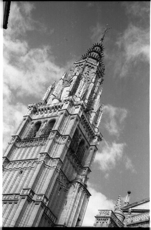 Torre de la Catedral en Toledo a mediados del siglo XX. Fotografía de Roberto Kallmeyer © Filmoteca de Castilla y León. Fondo Arqueología de Imágenes