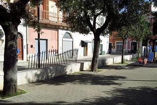 Noicattaro. Rimozione cancelli villa front