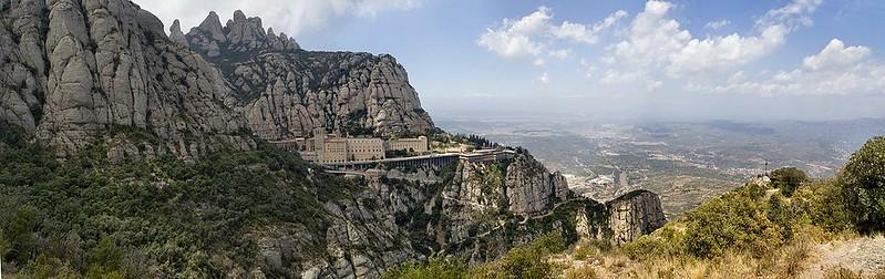 1100px-Испания,_Монтсеррат_(панорама)