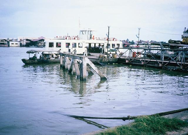 SAIGON 1965-66 - Bến phà Thủ Thiêm. Photo by Dale Ellingson