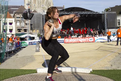 Een sporter tijdens de openingsdag van het SABIC INAS