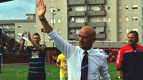 Sannino saluta i tifosi a fine partita