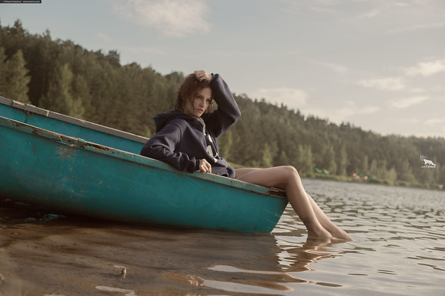 Девушка в лодке - The girl in the boat (By Khusen Rustamov)
