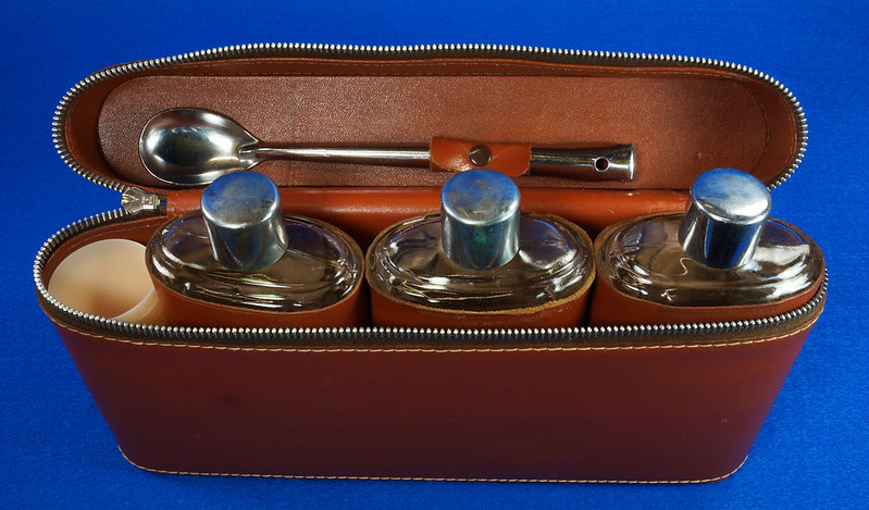 RD14514 Vintage Travel Bar Set in Leather Case with 3 Leather Wrapped Glass Flasks DSC06186