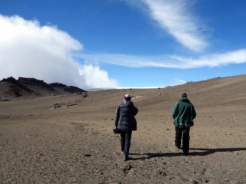 Crossing the northern part of the outer crater