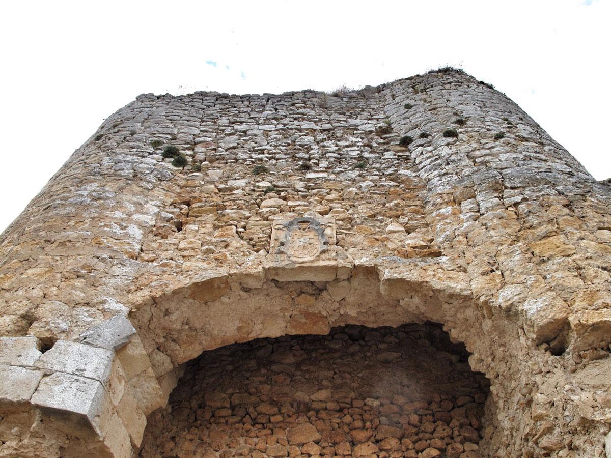 castillo ucero_soria_visita monumentos restauracion_IPCE_puerta escudo_escudo obispo don Honorato Juan