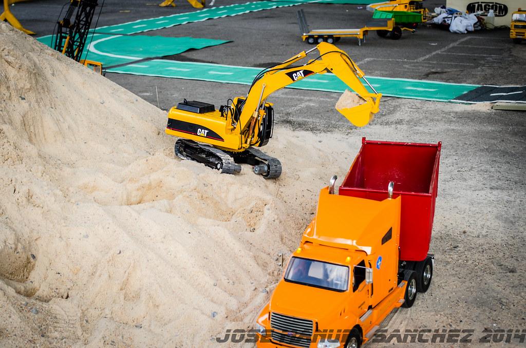 1ª Concentración de Camiones y Maquinaría RC en la Robla - Página 2 15339388969_d1c32dbe5f_b