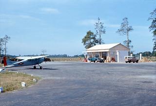 TRÀ VINH 1966-67 - Phi trường Phú Vinh (nay là TP Trà Vinh) - Photo by R Mahoney