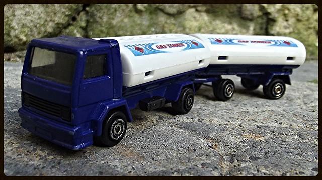 N°327 Ford Citerne/Tanker + Remorque 15412919699_fd17c46604_z
