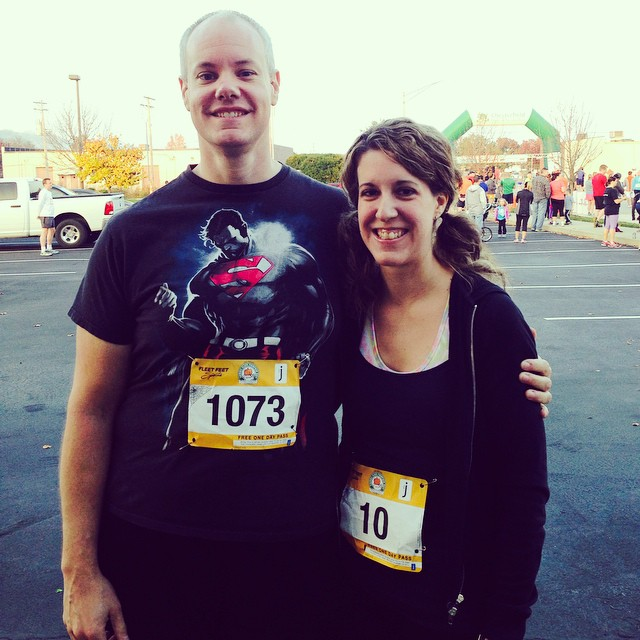 At the start of the race with my sweetie!! ❤️ Brian hates running, but always joins me for my fall 10k! Gotta love him 😍