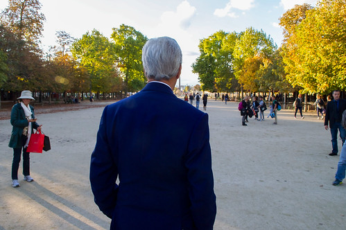 Secretary Kerry Admires Place de la Concorde, Arc de Triomphe During Walk Through Tuileries  Garden to French Foreign Ministry in Paris