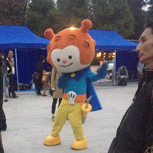 This mascot was dancing along with the main dancers.