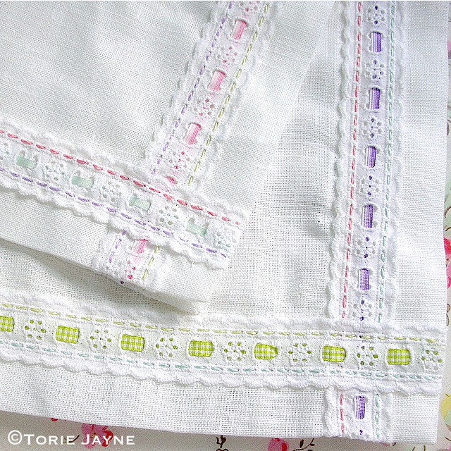 Easter table runner tutorial