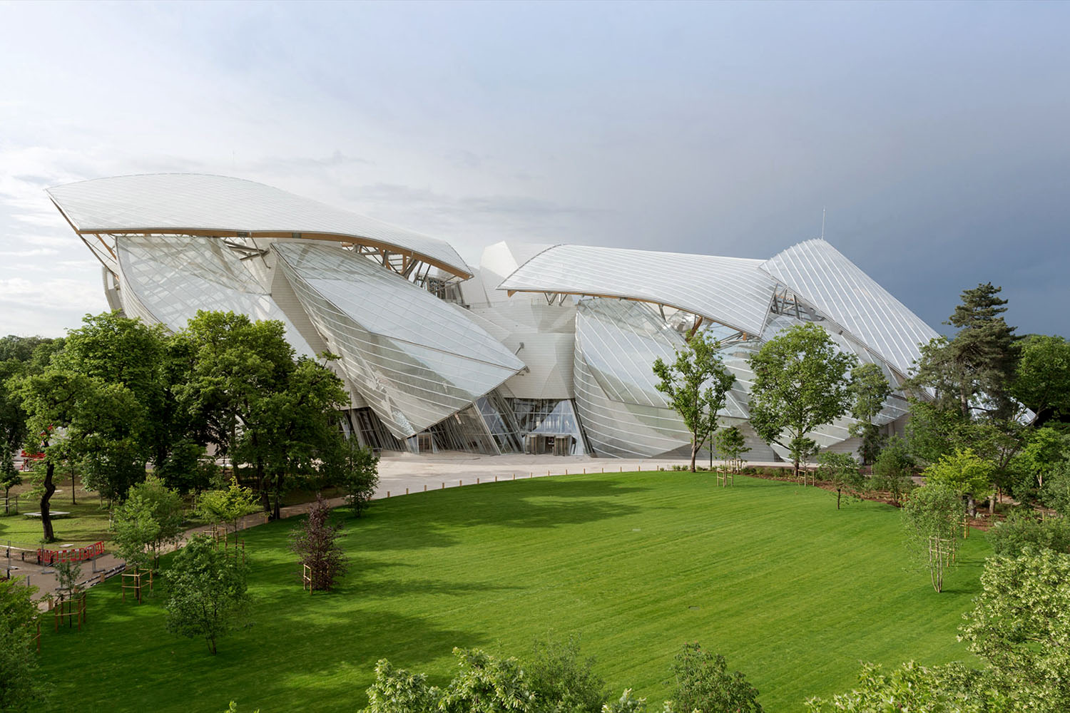 Fondation Louis Vuitton design by Gehry Partners