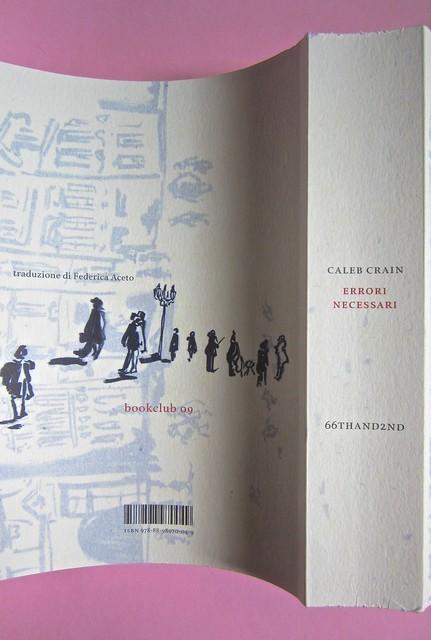 Errori necessari, di caleb Crain. 66thand2nd edizioni 2014. Progetto grafico: : Silvana Amato. Ill. alla cop.: P. d'Oltreppe. Quarta di copertina, dorso (part), 1