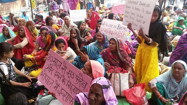 1984 Union Carbide disaster in Bhopal today began an indefinite fast at Jantar Mantar