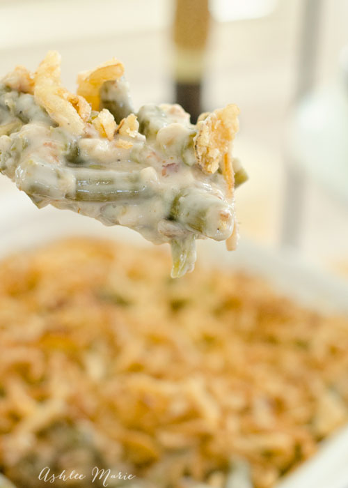 Do you love Thanksgiving as much as me? Do you love the classic sides like this green bean casserole? I add bacon for a delicious twist