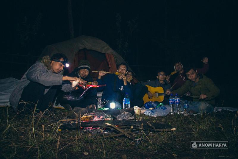 Sepanjang malam bersama sahabat