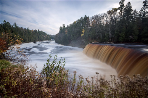river waterfall michigan upperpeninsula tahquamenonfalls tahquamenonriver