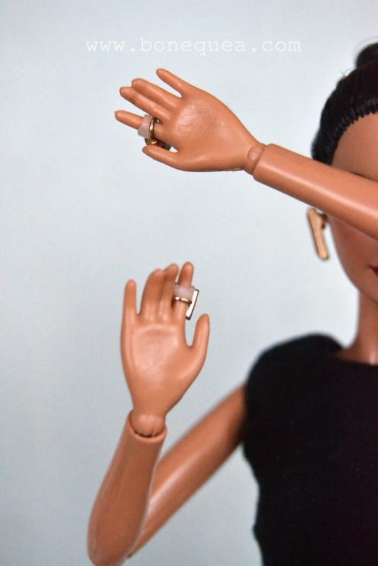 https://bonequea.com/2016/10/21/como-hacer-para-que-a-barbie-no-se-le-caigan-los-anillos/