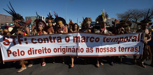 Manifestação de índigenas Pataxó, que têm realizado protestos pela revisão e demarcação das terras no sul da Bahia - Créditos: Lula Marques/ AGPT