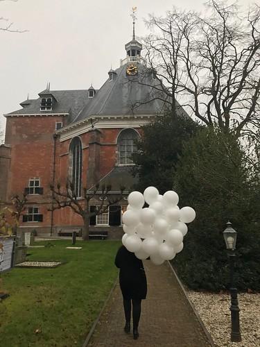 Heliumballonnen Hervormde Kerk van Willemstad