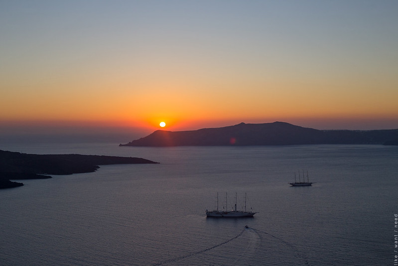 Sunset, Fira