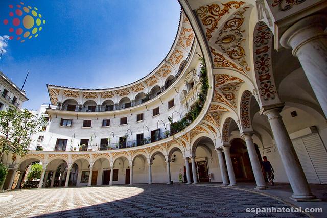 atrações imperdíveis de Sevilha: Plaza del Cabildo