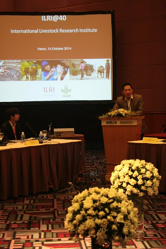 Nguyen Viet Hung presents at the workshop