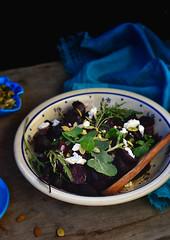 Beet salad with arugula and cheese feta.
