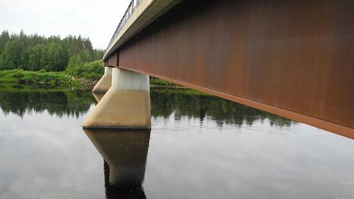 bridge summer sol finland river landscape geotagged july lapland fin lappi 2014 kemijoki savukoski 201407 20140721 geo:lat=6720542902 geo:lon=2794981957 viitaranta viitarannantie