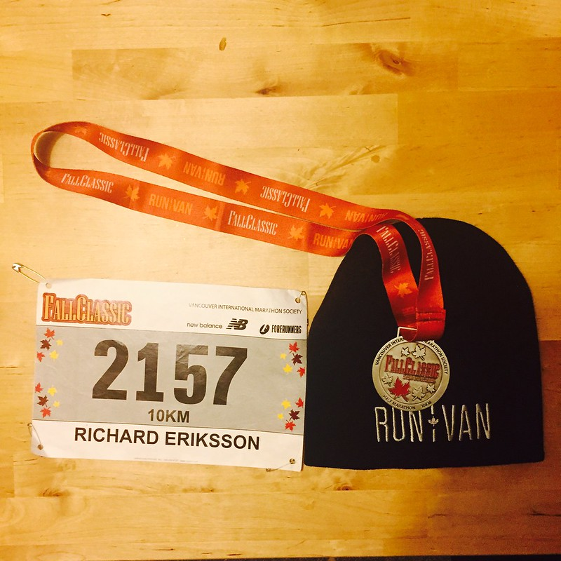 Medal, tuque and bib from the 2014 fall Classic 10k