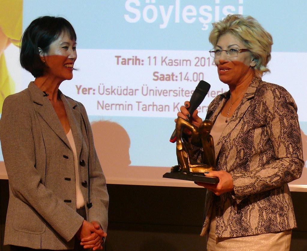 Tess Gerritsen Üsküdar Üniversitesi'nde okuyucularıyla buluştu