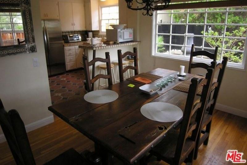 Кухня-столовая в доме знаменитости