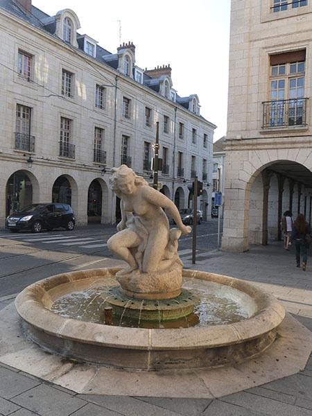 statue belmondo orléans