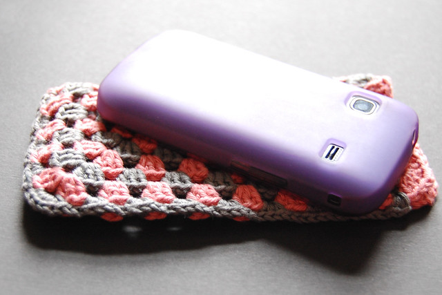 Granny Square crochet phone cosy - with tutorial