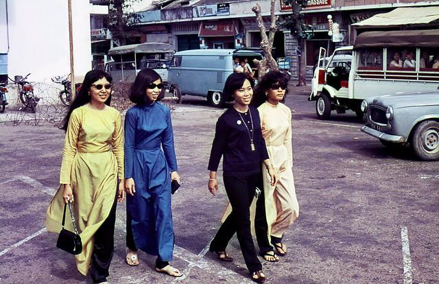 Local girls in Vung Tau 1969-70 - Photo by Ian Douglas