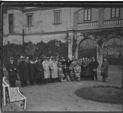 Grupo de nobles en el Palacio de la Sisla en abril de 1928. Fotografía de Aurelio de Colmenares y Orgaz, Conde de Polentinos Ⓒ Fototeca del IPCE, Ministerio de Educación, Cultura y Deporte. Signatura DCP-A-3914_P